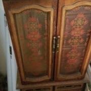 estate-sale-15259183763.jpg